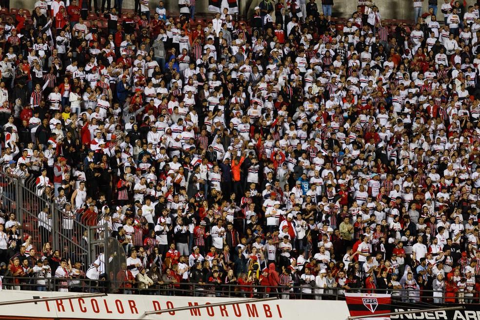 Torcida do São Paulo ainda não se empolgou muito para o Choque-Rei deste sábado (Foto: Marcello Fim / Agência Estado)