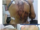 Fã tatua rosto de Léo Santana nas costas e cantor mostra foto na web