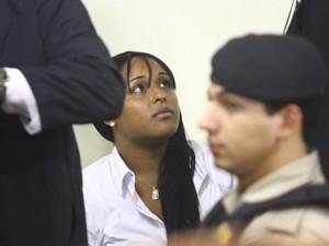 Dayanne Rodrigues, ex-mulher do goleiro Bruno, é vista no Fórum de Contagem (Foto: Maurício Vieira/G1)