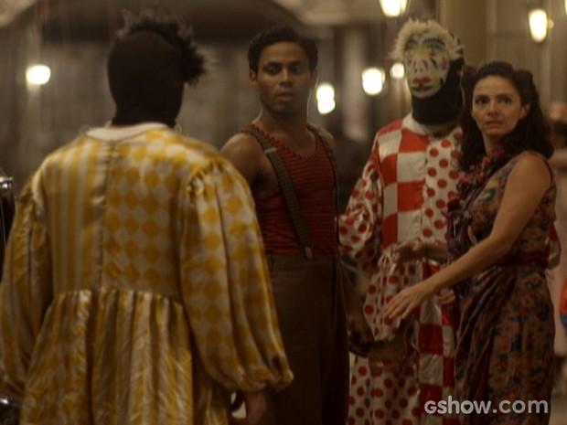 Décio se mascara e vai para cima de Artur com amigos integralistas (Foto: Joia Rara/TV Globo)