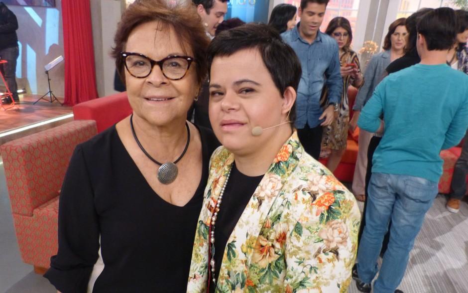 Débora Seabra e mãe Margarida nos bastidores (Foto: Encontro com Fátima Bernardes/ TV Globo)