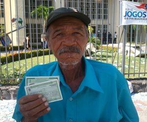 Desde os 18 anos o senhor José Smith, de 66 anos, não perdeu uma eleição (Foto: Marina Fontenele/G1 SE)