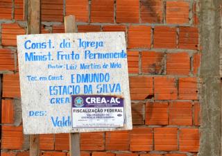 Igreja ainda em construção na Rua da Conquista, Bairro da Paz (Foto: Amanda Borges/G1)