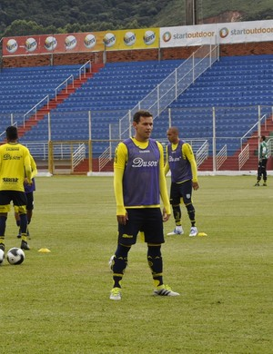 Atacante Luiz Eduardo já treina com elenco da Caldense, em Poços de Caldas (MG) (Foto: Lúcia Ribeiro)