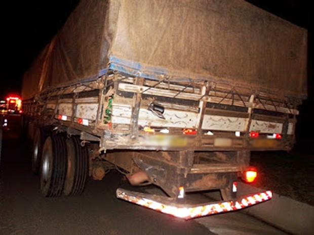 Veículos seguiam no mesmo sentido quando houve a colisão (Foto: Wagner Bueno/ Portal Bueno/Cedida)