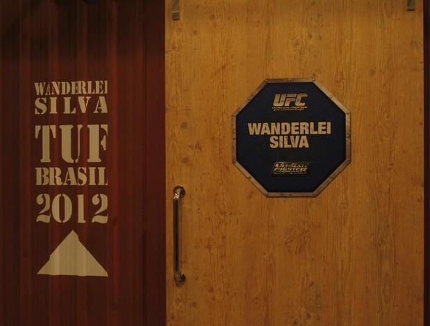 Porta da sala de Wanderlei Silva no TUF Brasil (Foto: Mônica Ramos/TV Globo)