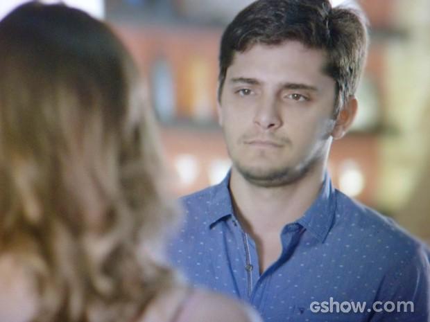 André fica arrasado com fora de Bárbara (Foto: Em Família / TV Globo)