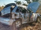 Três morrem após carro capotar na GO-244; motorista fugiu, diz PRE
