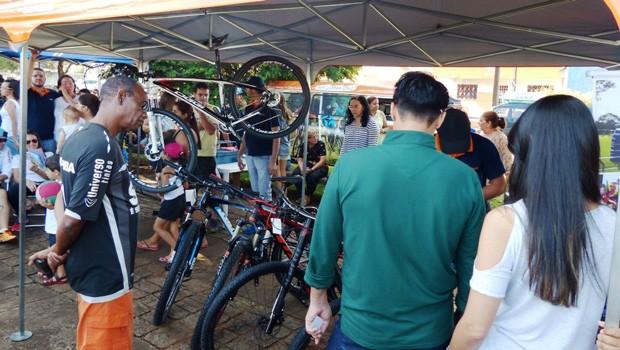 O público também aproveitou para fazer manutenção em suas bikes (Foto: Divulgação/RPC)