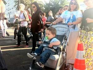Manifestantes participam da concentração para a Marcha pela Vida Contra o Aborto (Foto: Rafaela Céo/G1)