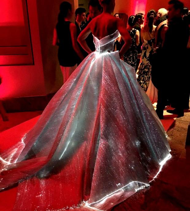 Claire Danes no baile de gala do MET (Foto: AFP)