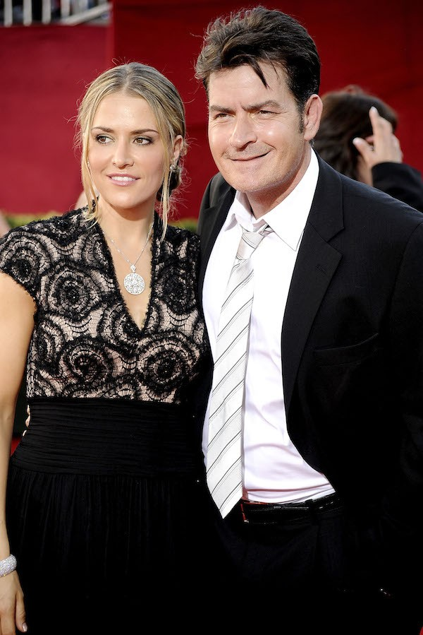 A atriz Brooke Mueller com o ator Charlie Sheen (Foto: Getty Images)