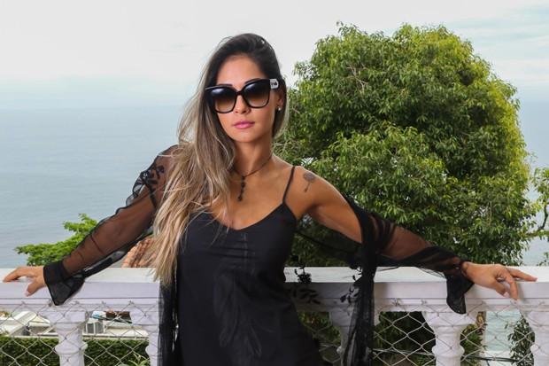 Mayra Cardi na Casa QUEM de verão (Foto: Daniel Janssens/ Ed. Globo)