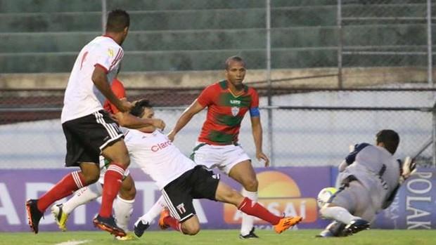 Mike se antecipa e marca para o Botafogo-SP (Foto: Rogério Moroti/Ag. Botafogo)