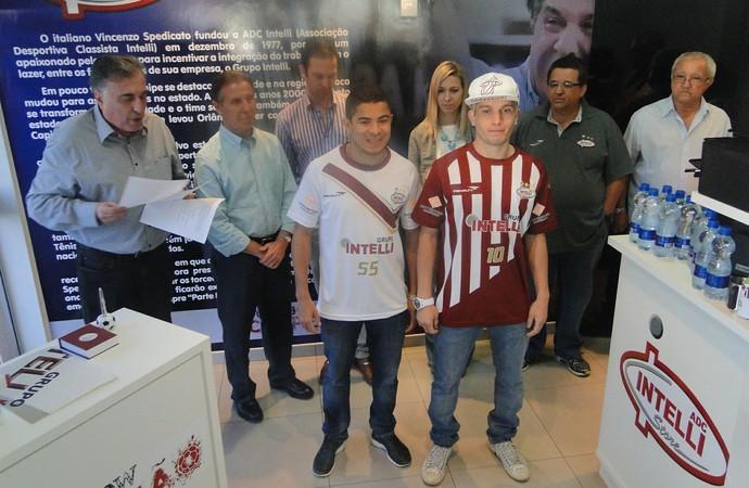 Orlândia apresentou novos uniformes do clube para o segundo semestre (Foto: Rodolfo Tiengo)