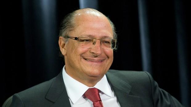 O governador de São Paulo, Geraldo Alckmin, durante conversa com jornalistas (Foto: Reprodução/YouTube)