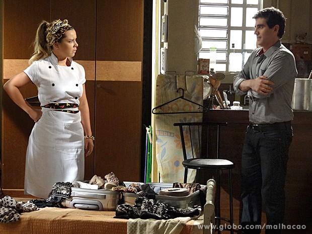 Abelardo toma coragem e convida Berna para ir ao forró com ele (Foto: Malhação/ TV Globo)