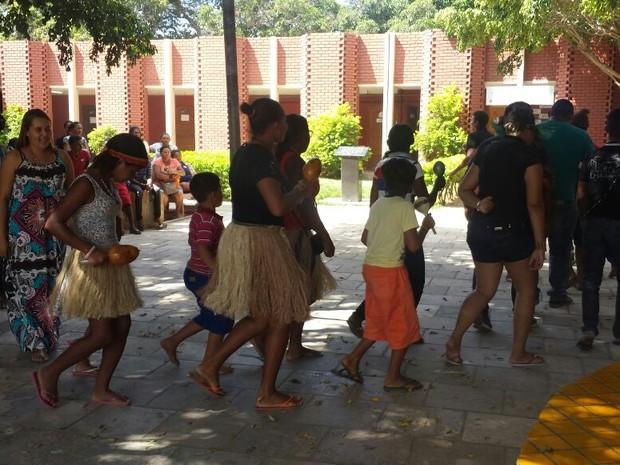 Índios ocuparam a GRE em Petrolina (Foto: Leciane Lima/TV Grande Rio)