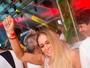 Susana Vieira passa o réveillon com o filho e dança muito em festa