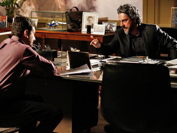 Zé Alfredo discute ideia com Josué (Foto: Fábio Rocha/ Gshow)