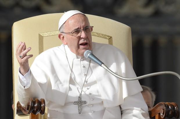 Papa Francisco fala ao público na Praça de São Pedro nesta quarta-feira (20). (Foto: AFP Photo/Andreas Solaro)