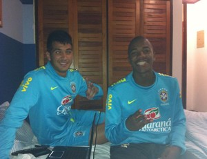 Victor Andrade com Luan na Granja Comary (Foto: Reprodução/Facebook)