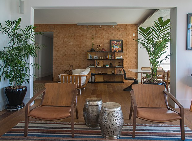 projeto-apartamento-reforma-arquiteta-ana-bumachar-tijolos-sala-de-estar (Foto: Divulgação)