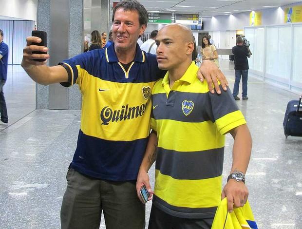 Clemente Rodríguez tira foto com torcedor do Boca Juniors (Foto: Rafael Cavalieri / Globoesporte.com)