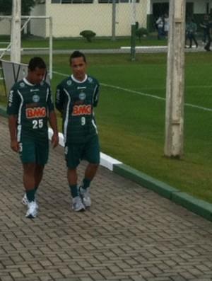 Marcos Aurélio e Rafinha na reapresentação do Coritiba (Foto: Gabriel Hamilko / Globoesporte.com)