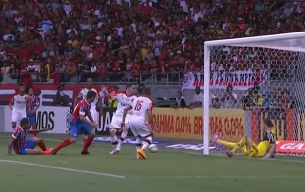 Paulo Victor salva Fla contra o Bahia e vence enquete do É Gol!!! (Foto: Reprodução SporTV)