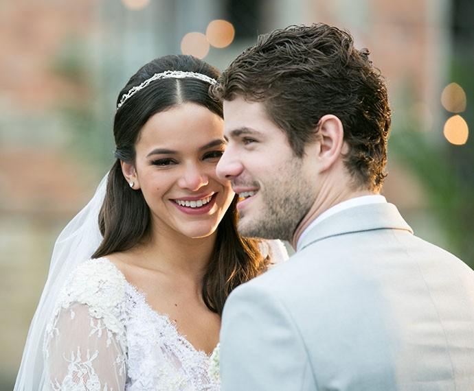 Mari e Ben felizes após oficializarem a união (Foto: Isabella Pinheiro/Gshow)