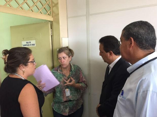 Presidente do Tribunal de Contas do DF, conselheiro Renato Rainha, em visita de auditoria ao Hospital Regional de Ceilândia (Foto: Tribunal de Contas do DF/Reprodução)