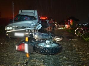 Pista molhada e mal-iluminada foram fatores que contribuíram para acidente, diz polícia  (Foto: Walter Paparazzo/G1)
