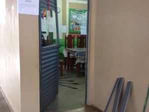 Os objetos roubados foram retirados da sala dos professores. (Foto: Eliete Marques/G1)