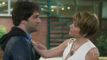 Helô diz para Tiago seguir seu coração e ser sincero com Letícia