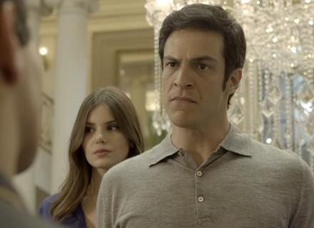 Eric cria climão ao ver Júlio no hotel