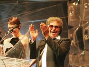 Reginaldo Rossi durante a cerimônia de premiação do Video Music Brasil 1999, da MTV, em São Paulo. (Foto: Paulo Liebert/Estadão Conteúdo)