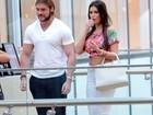 Thor Batista vai ao cinema com a namorada em shopping do Rio