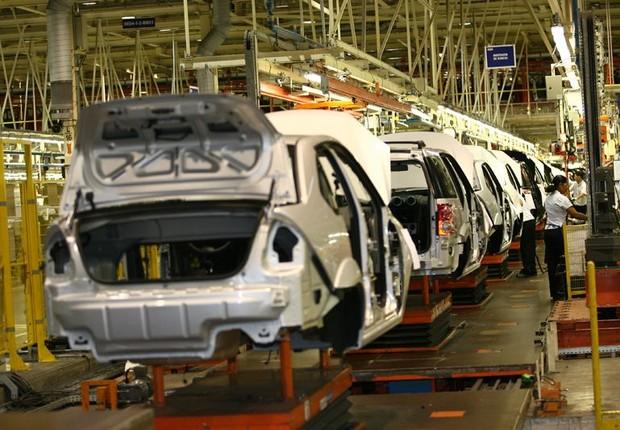 Fábrica da montadora Ford em Camaçari, na Bahia: negociação para dispensa de 2 mil trabalhadores excedentes (Foto: Divulgação)