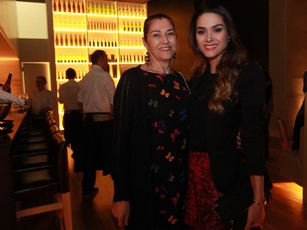 Fernanda Machado e a mãe, Analice, em inauguração de restaurante na Zona Oeste do Rio (Foto: Miguel Sá/ Divulgação)