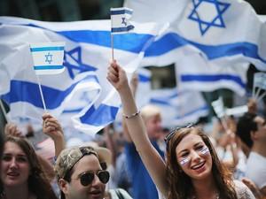 Manifestantes pró-Israel participam de uma passeata em Chicago, Illinois (Foto: Scott Olson/Getty Images/AFP)