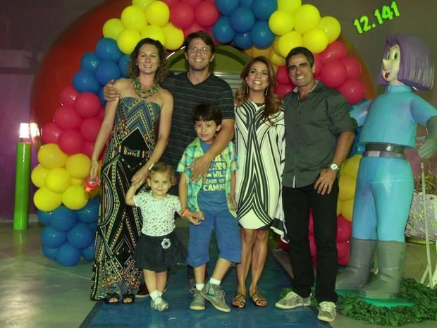 Nívea Stelmann e Mário Frias comemoram aniversário do filho Miguel (Foto: Isac Luz / EGO)