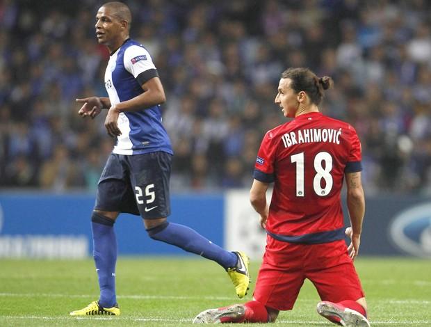 Fernando e Ibrahimovic, Porto e PSg (Foto: Agência Reuters)