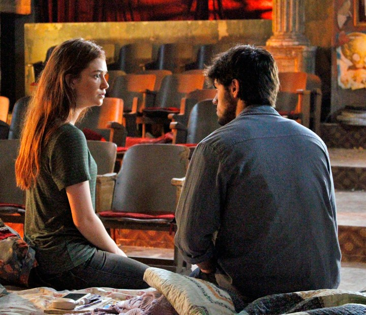 Eliza conta para Jonatas que vai morar com Arthur (Foto: Anny Ribeiro / Gshow)
