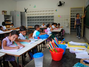 Responsáveis pelos alunos podem procurar escolas ou Cmeis para fazer matrículas no RN (Foto: Adrovando Claro)