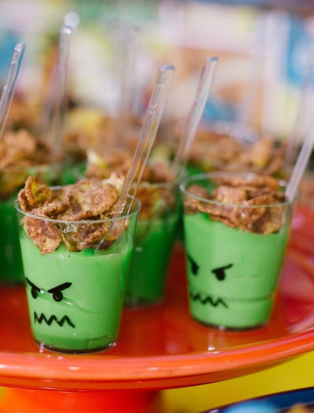 Brigadeiro verde do 'Hulk' para festinha infantil. (Foto: Elisa Mendes)
