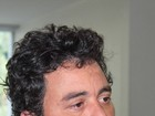 Cantor Renner evita imprensa ao deixar delegacia em São Paulo