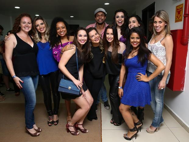 Fernanda Souza com em companheiros de Chiquititas em peça em São Paulo (Foto: Manuela Scarpa/ Foto Rio News)