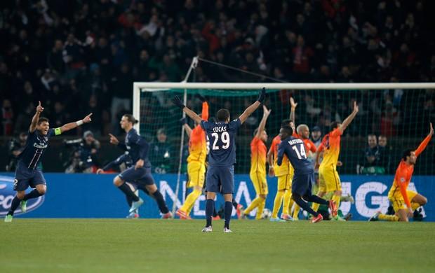 Ibrahimovic gol PSG x Barcelona (Foto: AP)
