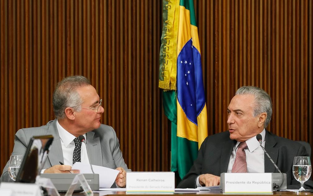O senador Renan Calheiros (PMDB-AL) e o presidente Michel Temer, durante reunião no Planalto no fim de 2016 (Foto: Beto Barata/PR)